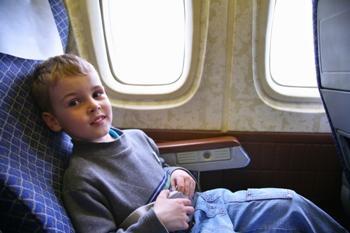 child-on-plane