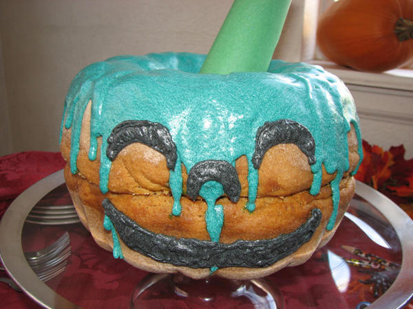 teal-pumpkin-cake-face