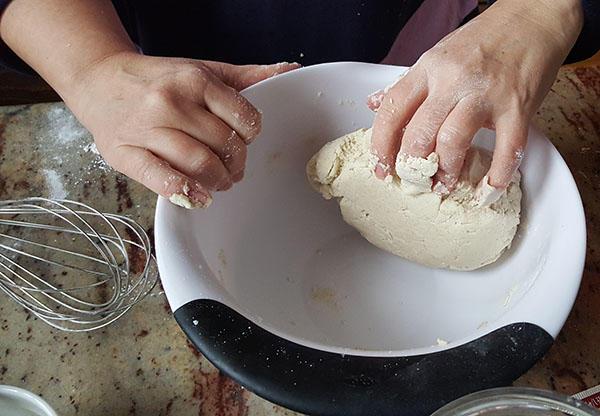 gluten-free-pizza-knead-dough