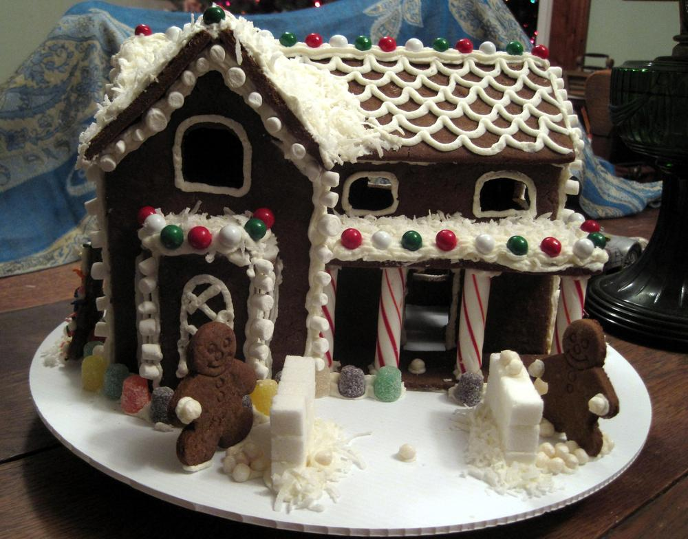 Gingerbread house 2012a 027