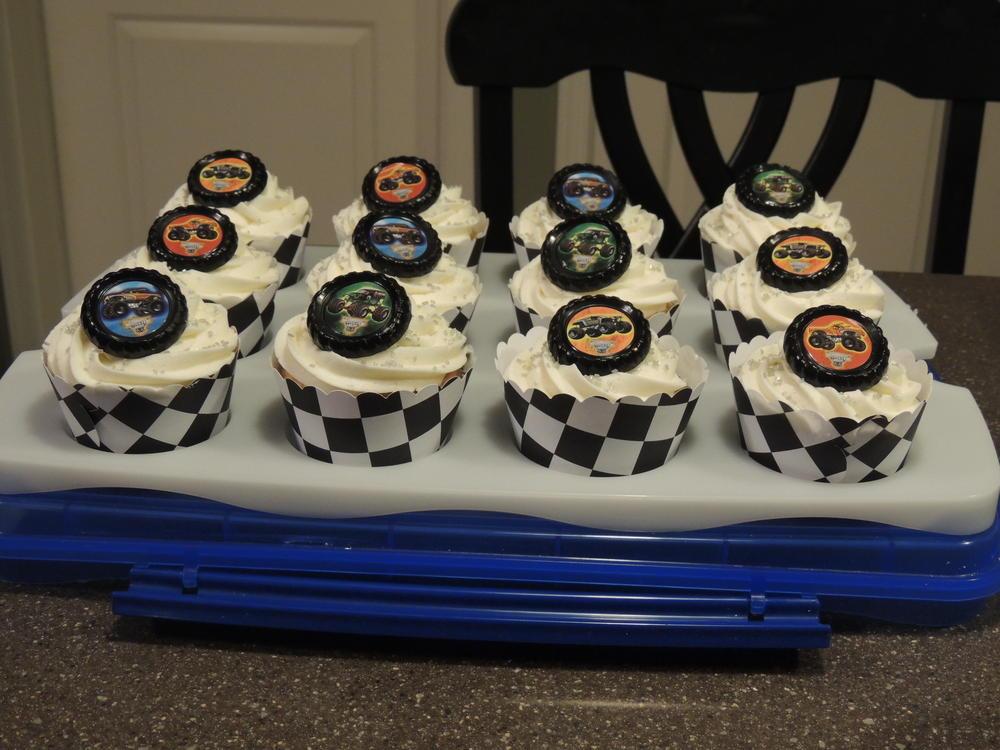 Birthday Cupcakes 019
