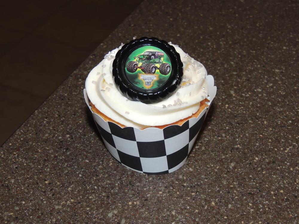 Birthday Cupcakes 025