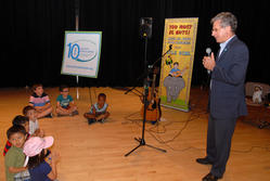 Cary Sennett, Presedent of AAFA speaking to the children