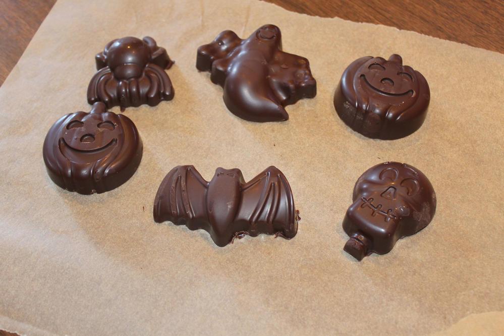 Easy allergy-friendly Halloween chocolates!