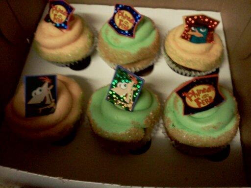 Nena's Phineas and Ferb cupcakes