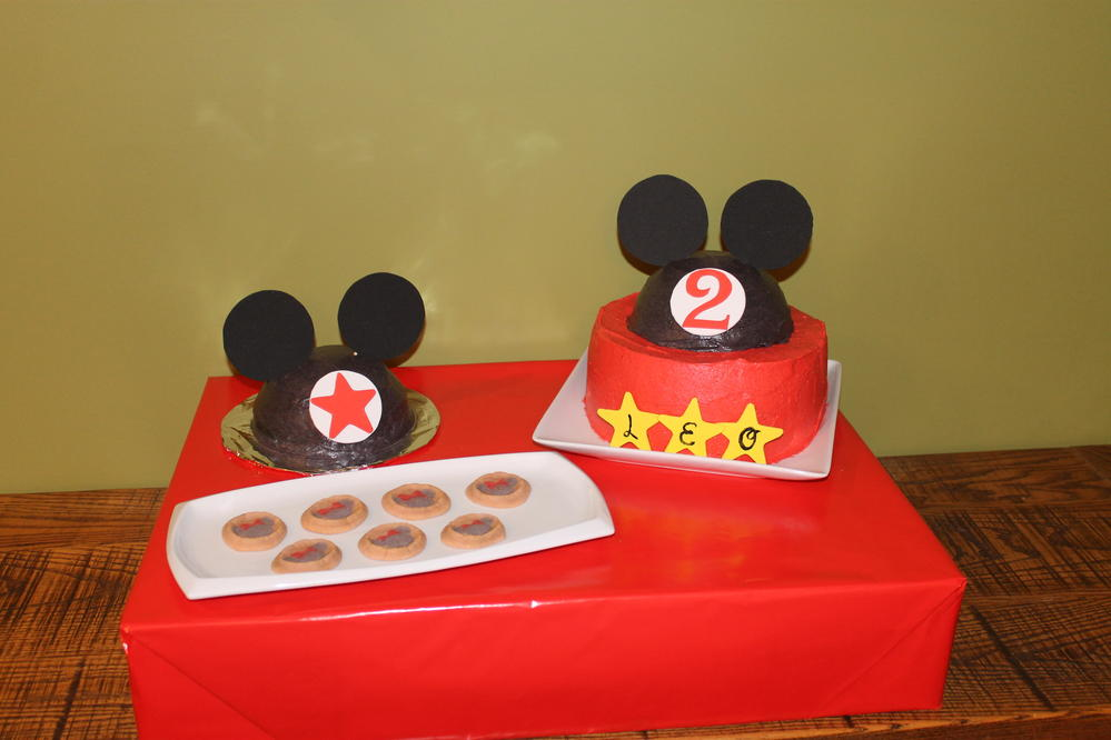 Mickey Mouse cakes free of peanuts, tree nuts and soy