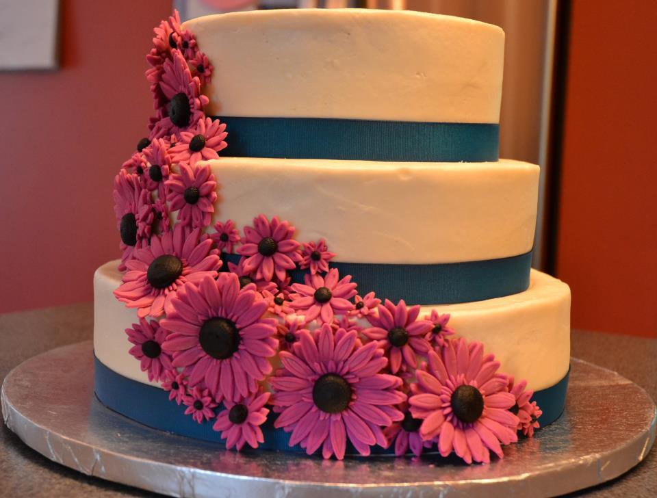 wedding cake pictures with gerbera daisies gerbera wedding cake peanut and tree nut free 23449